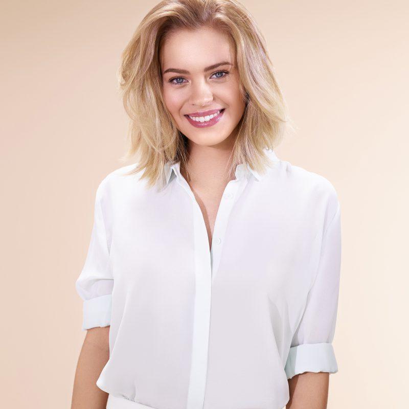 BALAYAGE LUMIÈRE Une technique destinée à toutes les femmes aux cheveux blonds à bruns pour un résultat fondu et ultra-naturel, sans aucune démarcation.
