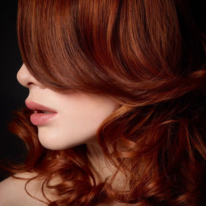 REFLETS SATINESApporte à vos cheveux un effet glossy aux reflets subtils ou intenses pour une coupe et une couleur personnalisée. Les boosters de couleurs Intermède enrichis en provitamine B5, prolongent durablement votre couleur pour un résultat plein de nuances et une brillance ultime.
